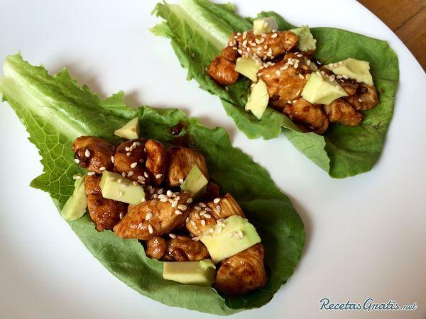 Aprende a preparar tacos de lechuga con pollo oriental con esta rica y fácil receta.  Si llevas una vida alimenticia saludable, los tacos de lechuga con pollo al...