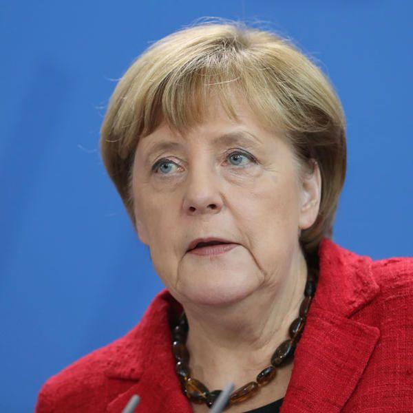 Angela Merkel Peinliches Standchen Zum 60 Geburtstag Der