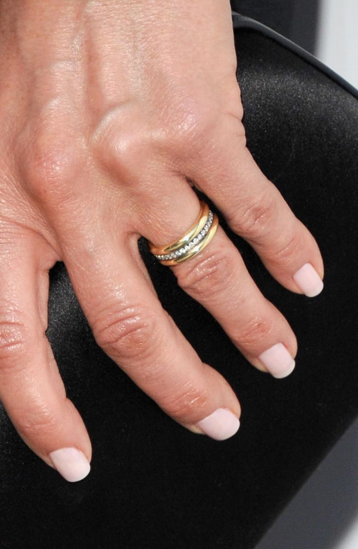 Jennifer Aniston Has the Most Gorgeous Wedding Ring -- See the Pic!   Photo by: Getty Images   TheKnot.com