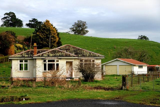 Old house, Tapapa, Waikato, New Zealand by brian nz, via Flickr