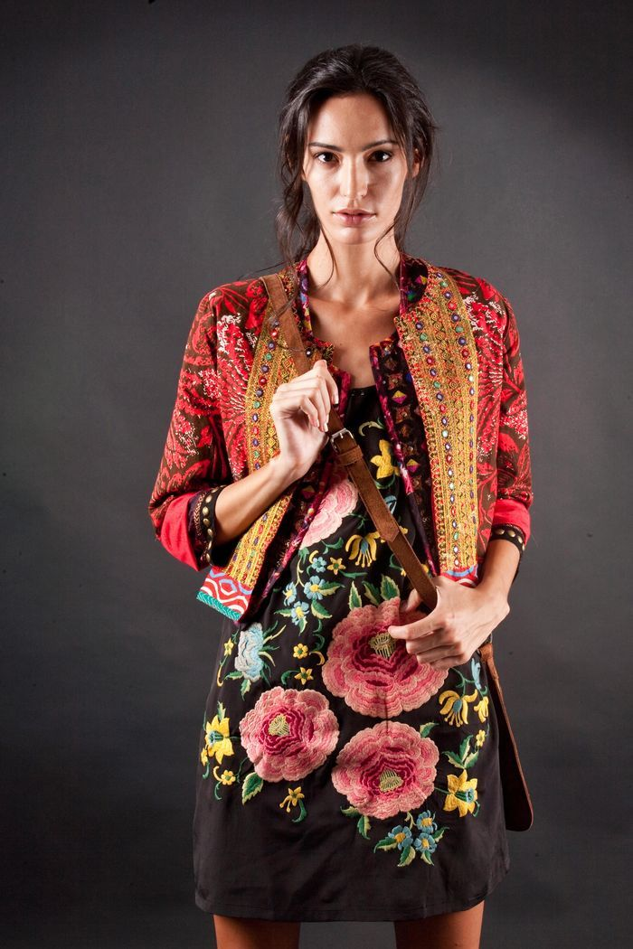 Rapsodia. ---- this is so 1960s-inspired. I love the unlikely combination of the jacket with the dress.