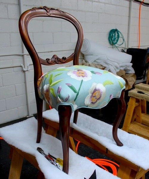 Great re-upholstery tutorial!