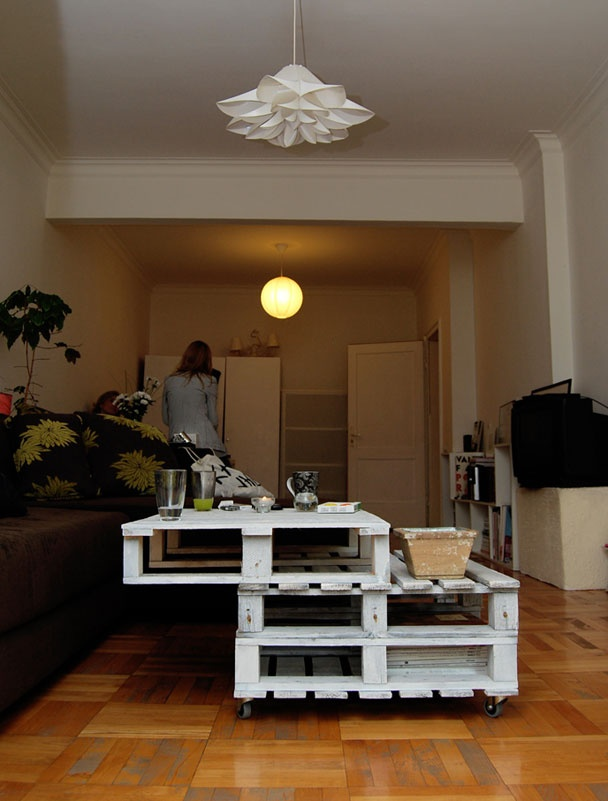Table from pallet-  yeah, I'd so flip that over.
