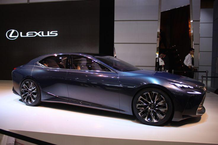 Lexus LS 460 2017 thiết kế lại mạnh mẽ hơn