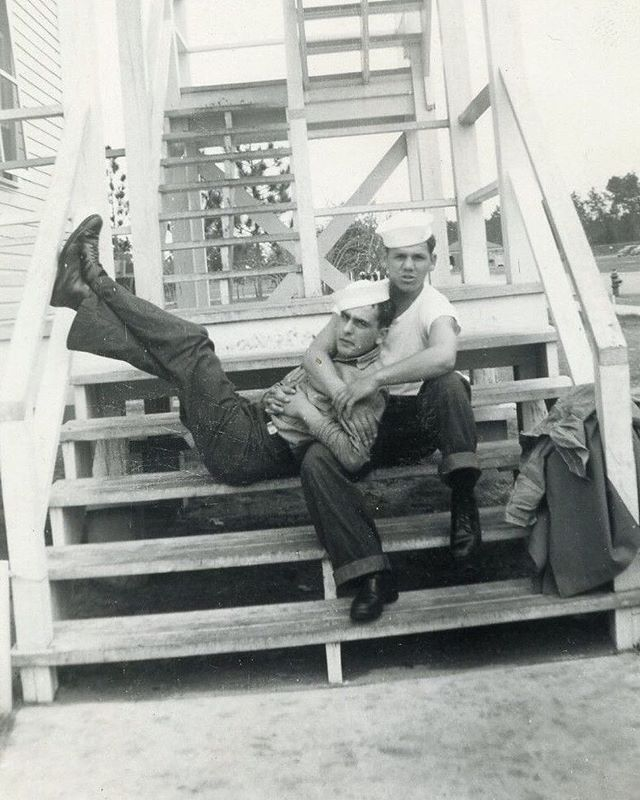 Sailors in love 1943 vintage photo