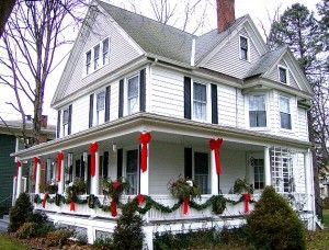 Google Image Result for http://www.diyexplore.com/wp-content/uploads/2011/11/Water-st-618-xmas-porch-pager-co-300x228.jpg