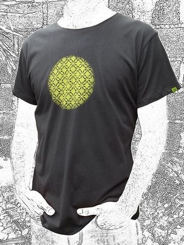 "Sun. ""The Kawung"" is said to symbolize the primal creative energy of the Universe. Do you feel it? We do. Loose cut. 100% cotton"