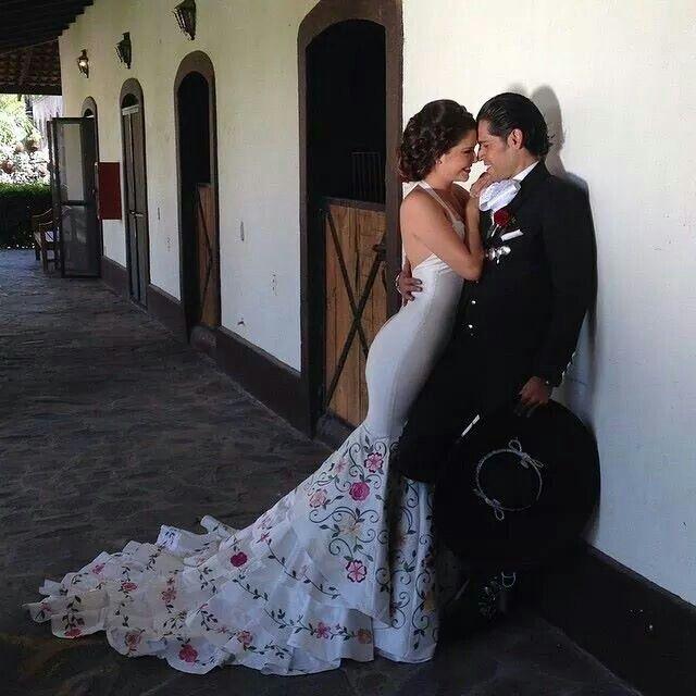 Vestido de novia, sirena, bordado mexicano