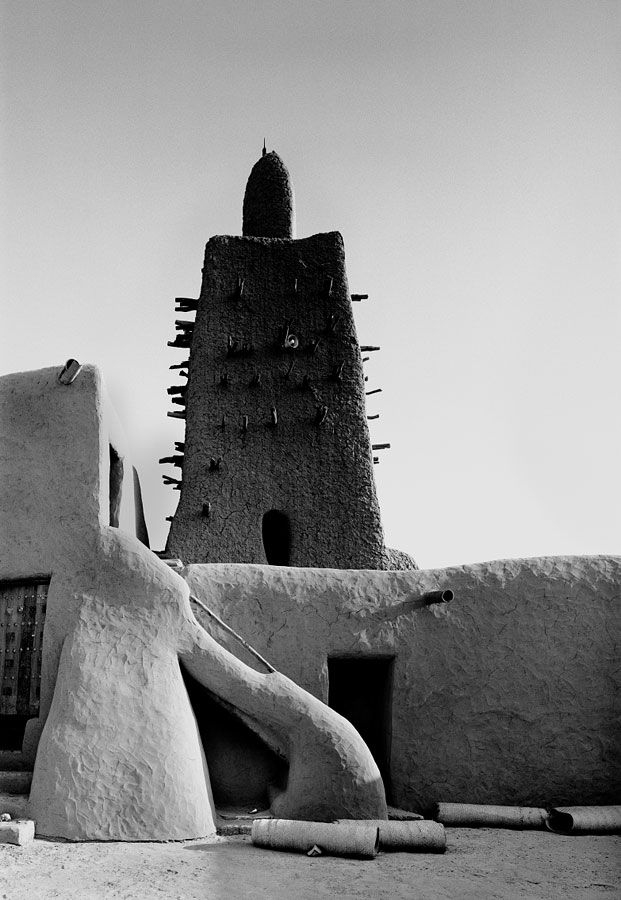 Friday Mosque, Timbuktu, Mali. Photo: James Morris, a similar style of architecture