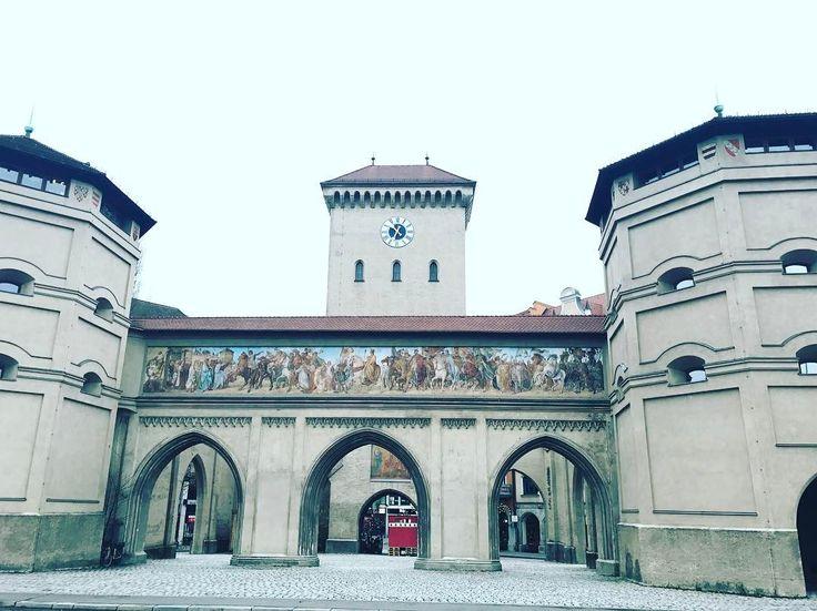 Впервые в жизни  у Изатора нет ни одного человека  Вроде и на улице плюсовая температура   #мюнхен #бавария #германия #путешествие #январь #2017 #travel #gavri #munchen #deutschland #munich #isator #germany