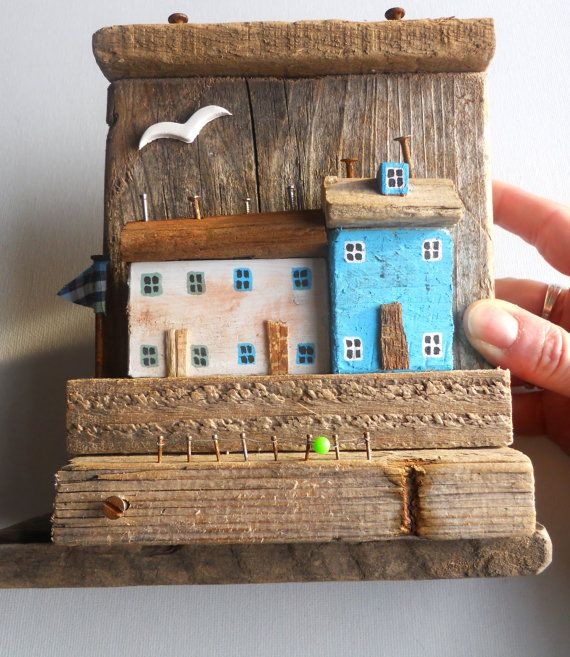 Artículos similares a READY TO SHIP Nautical Driftwood House, Driftwood Cottage, Driftwood Harbor, Nautical decor, Miniature House, Nautical House, bathroom decor en Etsy