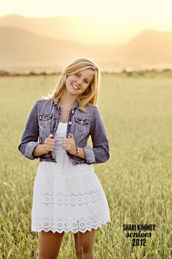 This would be a cute outfit for senior session at the ranch.