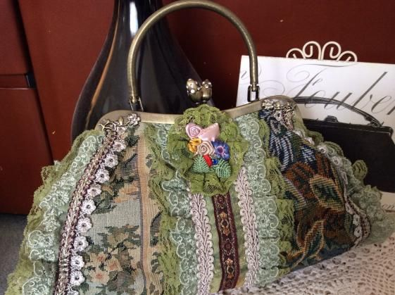 Round She Goes - Market Place - Frilly Lacey party bag