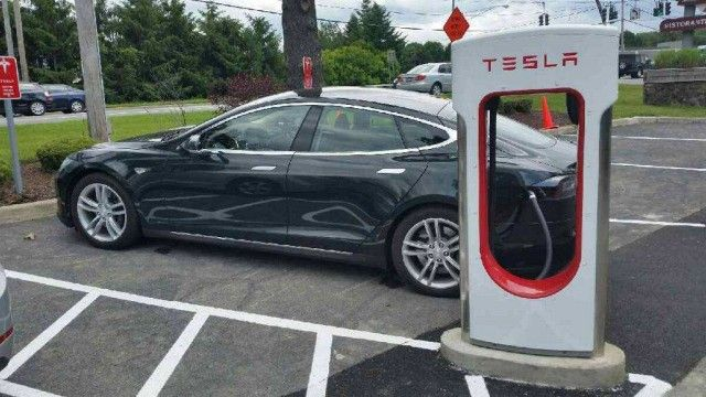 Tesla Letter To Rein In Local Supercharger Use Goes Wrong: PIC: Tesla Supercharger site in Newburgh, New York, up and running - June 2015