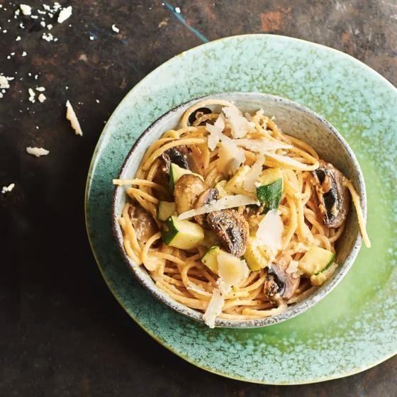Het recept van de dag is: Romige volkorenspaghetti met courgette en champignons!