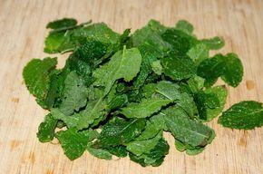 Conserver et utiliser la menthe du potager- recette de sirop maison environ 30 grammes de feuilles fraiches, 30cl d'eau, 300g de sucre