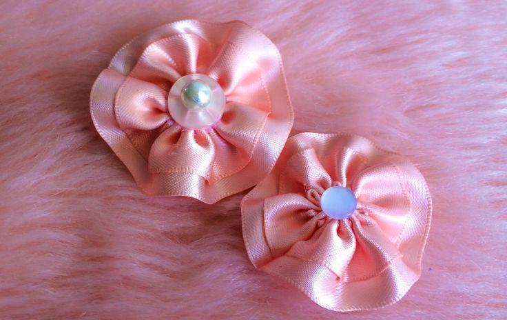 DIY: How to make a simple circular ribbon flower hair clip.