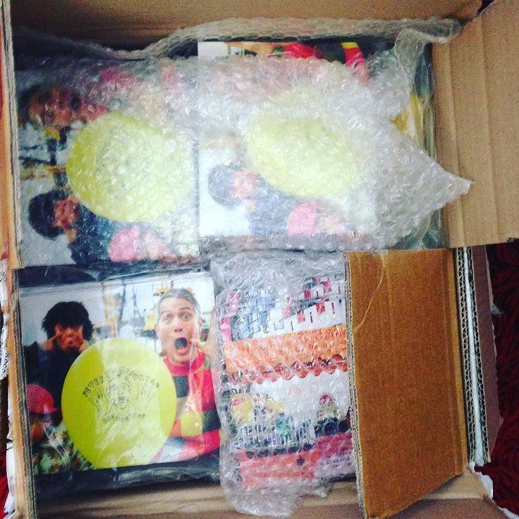 遅くなったけどやっと日本にレコードとcd送ります新作の軽くなると前作のみんなでが入っています欲しい人いれば#majikickrecords に連絡してくださいSending a box of records &CDs to me majikick mates in Japan. Took a while but better late than never...#australianmusic #japanmusic #majikick #minade