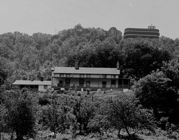 Cravens House With Point Hotel In Background Lookout Mountainchattanooga