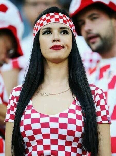 Pin on Piękne kobiety w piłce nożnej