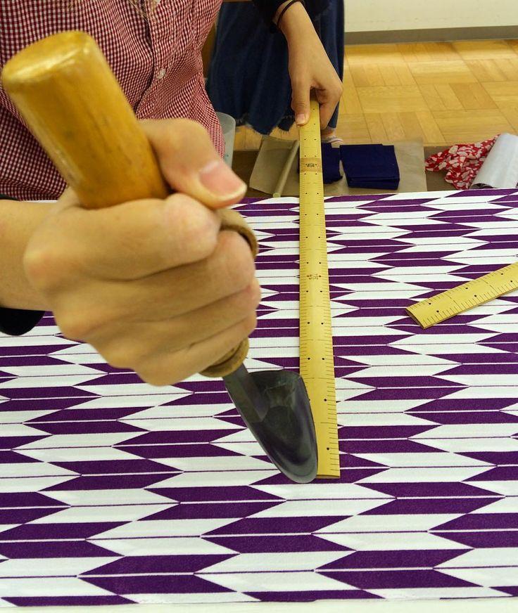 . 冬の制服(矢絣の着物)製作はじめました❗️ #東亜和裁#裁縫#和裁#手縫い#矢絣#着物#三重#四日市#toawasai#kimono#大正ロマン#コテ#ものさし