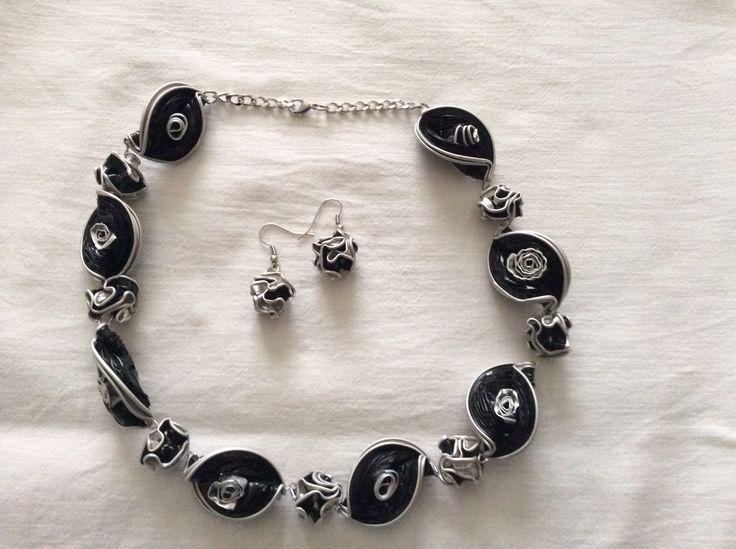 Collana girocollo realizzati con cialde caffè da Vilma Perego milano