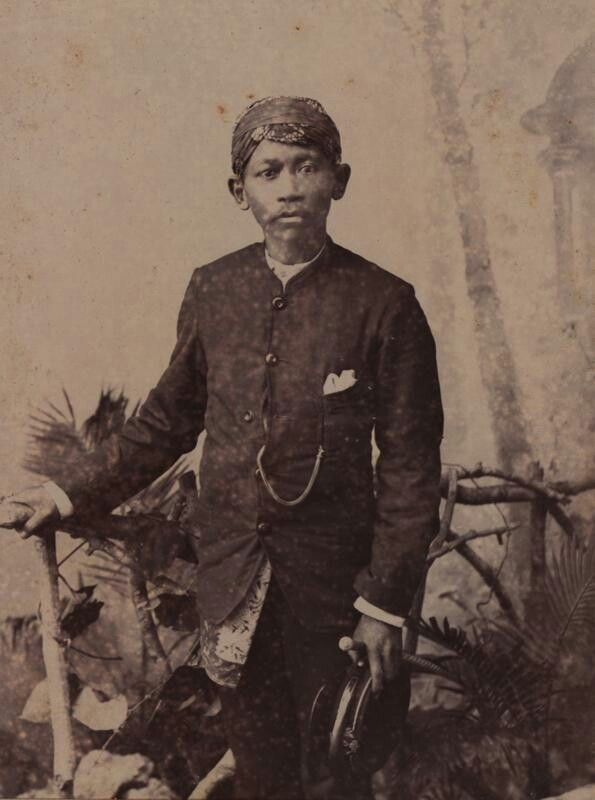 Medewerker van het Inheems Bestuur in de afdeling Buitenzorg.  ca. 1867