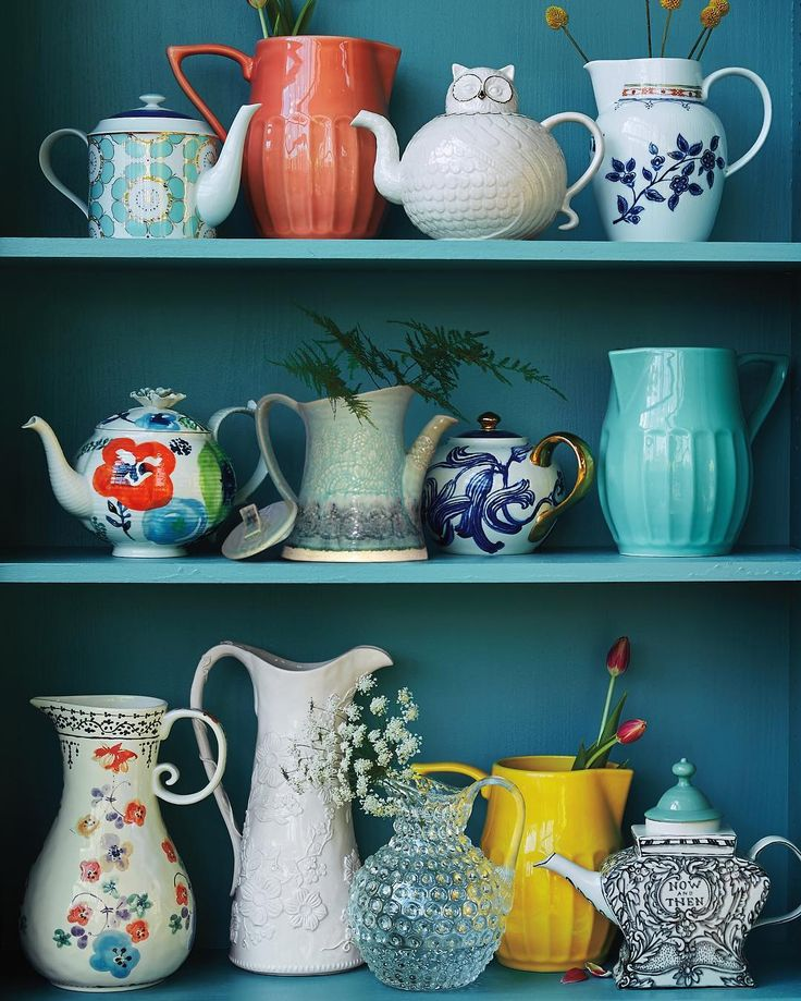 Sip see / if you have treasured teapots and pitchers at home let them see the light of day! We love to arrange them on open shelves like an ever-evolving gallery space. #homedecor (link in profile to shop these pretties from our spring House and Home collection) by anthropologie