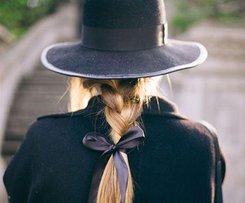 """スイートフェミニンなのに大人っぽい秋冬は""""紐リボン""""でヘアアレンジを楽しんで"""
