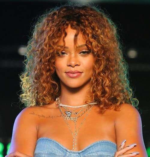 """Comercial do """"The Voice EUA"""" mostra participação da Rihanna como conselheira   POPline"""