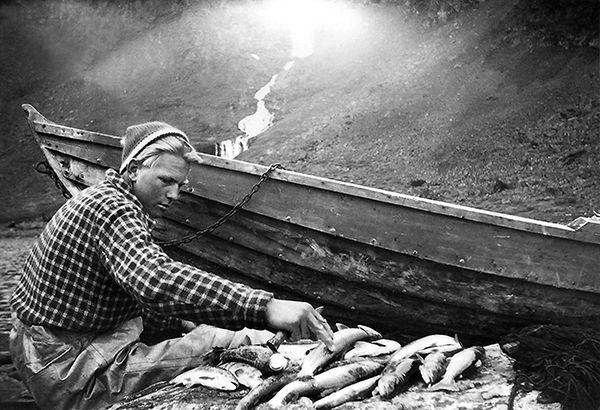 Nr. 35. Trygve Haug ved Fødalsvatnet, ca 1960. Utlånt av Nils Ellingsgard