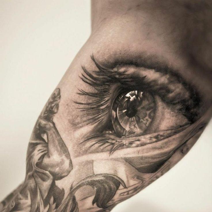 Tattoo am Oberarm - Ideen für Männer