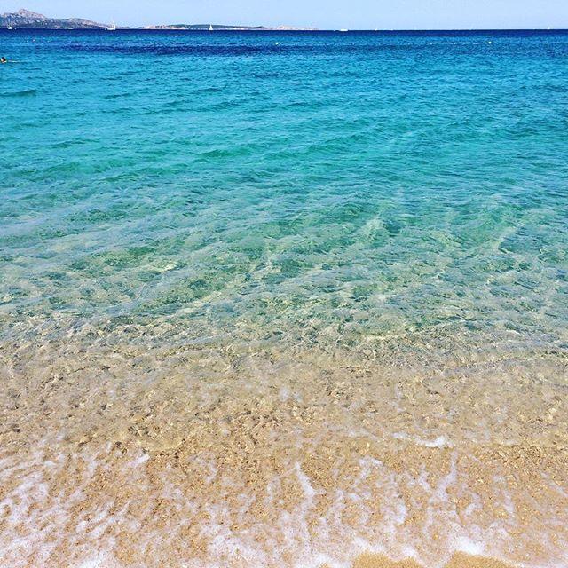 【cocoit_】さんのInstagramをピンしています。 《最終目的地に到着 今年で15年目のサルデーニャバケーション #サルデーニャ #海 #エメラルドグリーン #バケーション #イタリア #サルデーニャ滞在 #sardegna #italy #beach #vacation #spiaggia #italia #vacanza #costasmeralda #arzachena 一年ぶりに開けたサルデーニャの家。 朝から6時間も掃除してクタクタ》