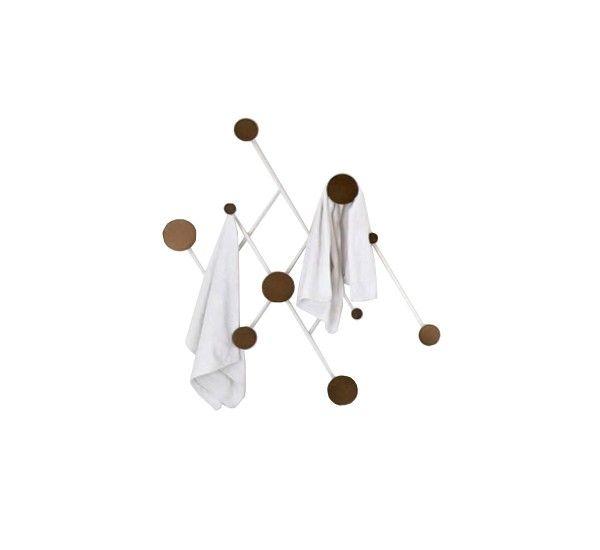 misure 100 x 100 cm Memoir è un appendiabiti da parete di Jakub Zac per Dante. Realizzato inalluminio verniciato a polvere bianco/ottone. Memoir è un appendiabiti che s'ispira allo stile a fisarmonica dell'appendiabiti classico. Essenziale, ma allo stesso tempo elegante, questo mix di linee geometriche e cerchi evoca le linee pulite dei modelli dell'Art Deco con un'interpretazione fortemente contemporanea. L'asimmetria del disegno aggiunge un tocco giocoso e inusuale.