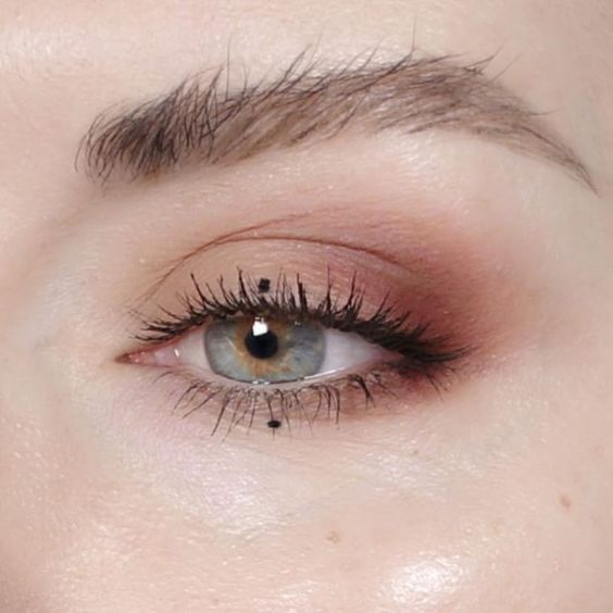 Dot eyeliner is super discreet yet unexpected | http://www.hercampus.com/school/davidson/7-makeup-trends-youve-gotta-try-spring
