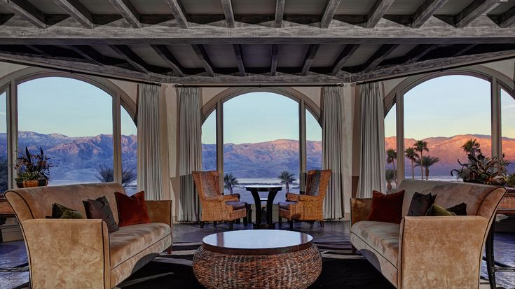 Cowboy-Urlaub mit Sternenblick – Death Valley-Ähnliches Western-Feeling kommt auf der Furnace Creek Ranch in Kalifornien auf. Sie liegt am berühmten Death Valley. Gäste können hier Urlaub wie ein Cowboy machen und den Blick über den Himmel schweifen lassen.