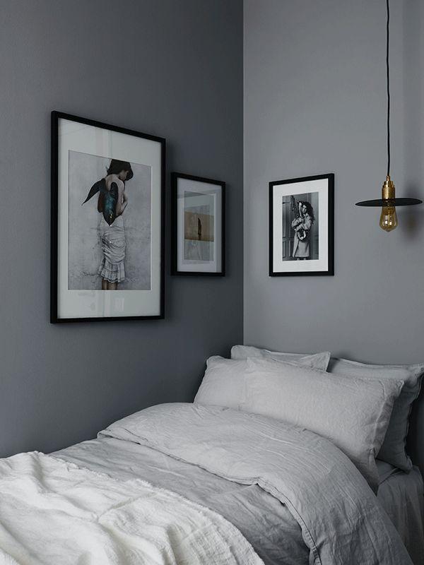 coolt med lampan så samt snygg grå vägg