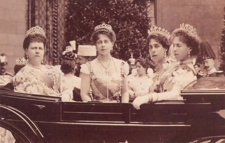 Spike tiara worn by Victoria Melita of Hesse, with her two sisters and mother, Duchess of Edinburgh, all wearing some rather nice tiaras.