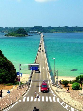 「角島大橋」(山口県下関市)/ベストセラー「死ぬまでに行きたい!世界の絶景」でも紹介された美しい景観。真っ青に輝く海に吸い込まれそうな錯覚を覚える全長1780mの橋。夜景もまた素晴らしい!