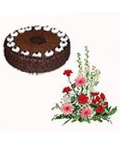 Gorgeous #Girlfriend:  Check out this #Valentine combo pack from FlowerznCakez, India, buy at reasonable price and sent to to your lovable person...