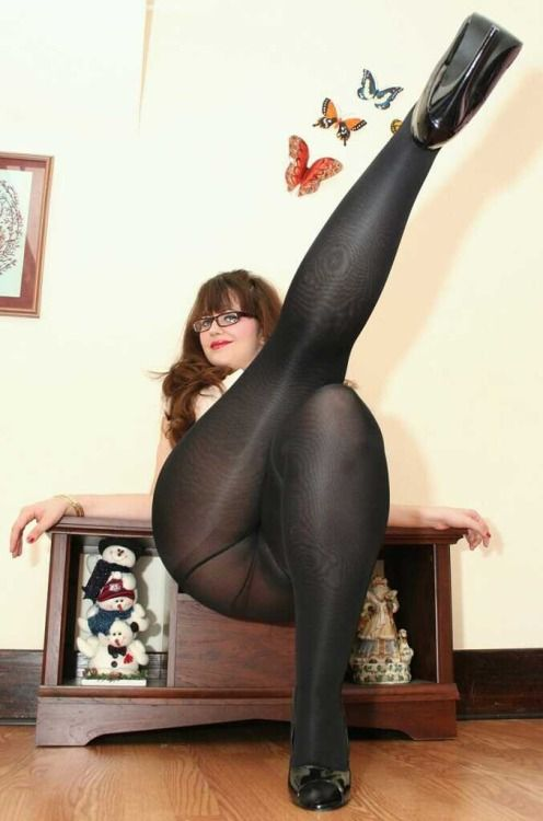 Jane thighs and pantyhose golden milf