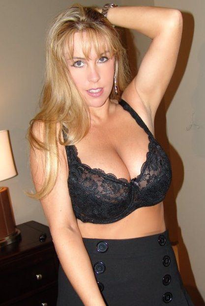 giza cougar women How to know if a woman is a cougar cougars are popularly defined as  women in their 40s (or older) who date significantly younger men, generally at a.
