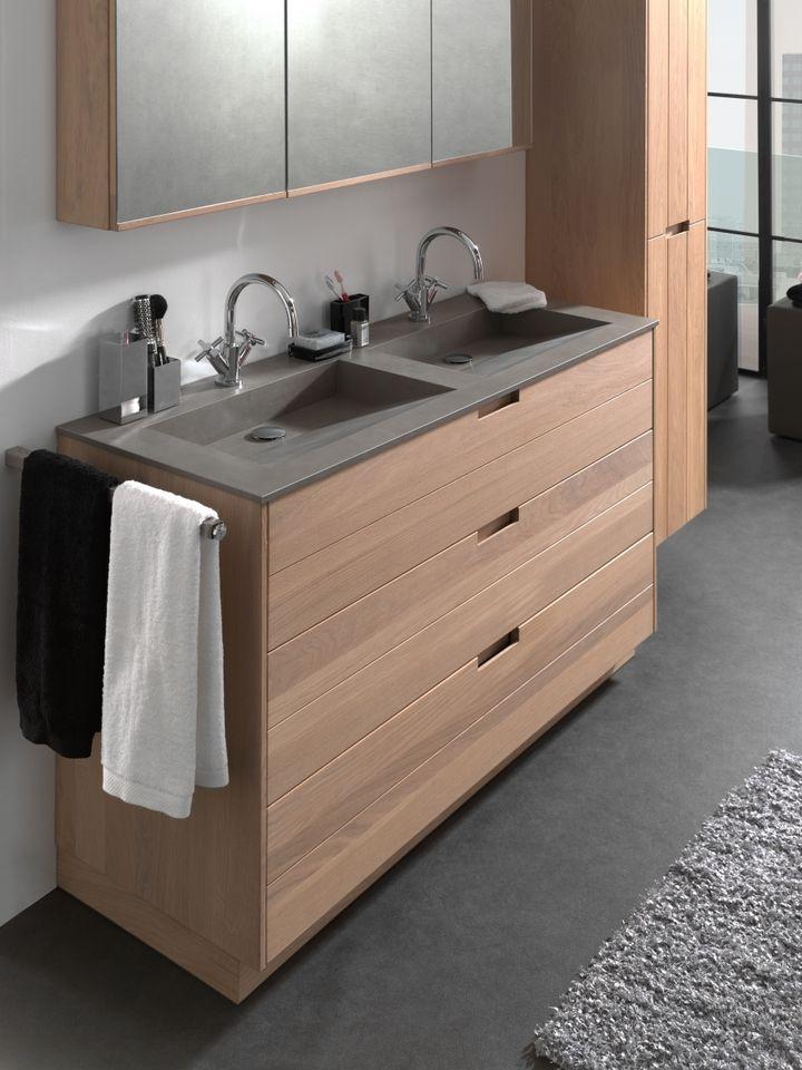 Badkamermeubel #margaux met #spiegelkast #kolomkast #onderkast in hout en #wastafel in beton grijs #keramiek.