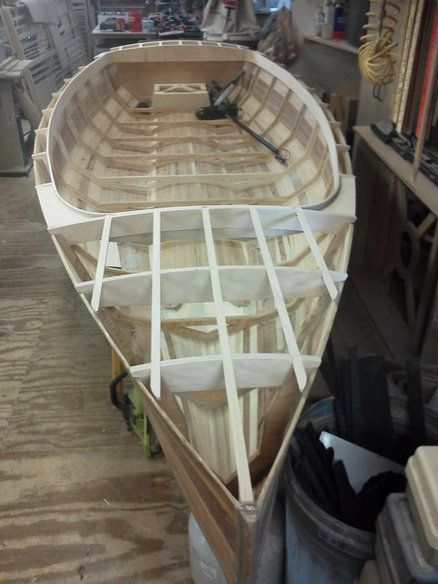 Self recharging electric boat project