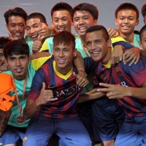 http://noticias.bol.uol.com.br/ultimas-noticias/esporte/2013/08/06/neymar-se-diz-bem-para-treinar-no-barcelona-apos-perder-7-quilos.htm.