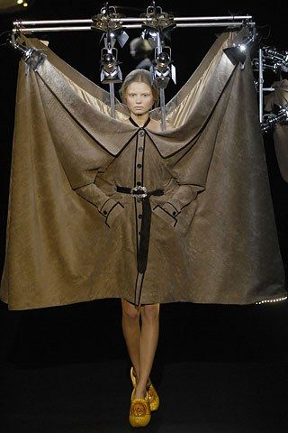 Viktor & Rolf Fall 2007 Ready-to-Wear Fashion Show - Magdalena Frackowiak