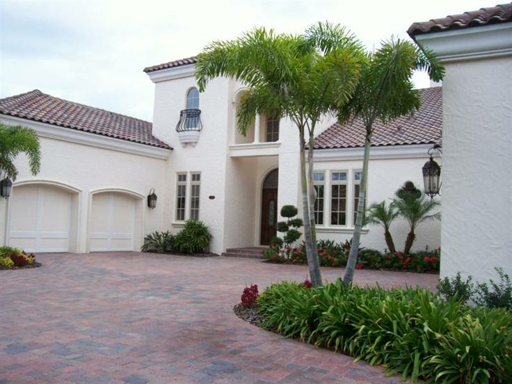Owning real estate in Florida has been a common dream of people who dig ease and comfort - http://ronaldkochman.com/the-lure-of-florida-as-a-real-estate-haven/