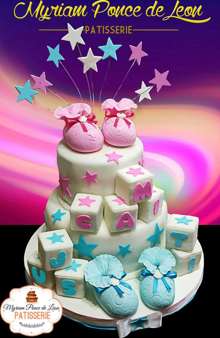 Torta de bautismo con escarpines de azucar