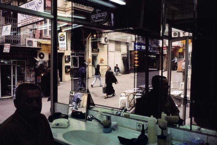 TURKEY. Istanbul. 2001. View from a barbershop near Taksim Square. (c) Alex Webb / Magnum Photos