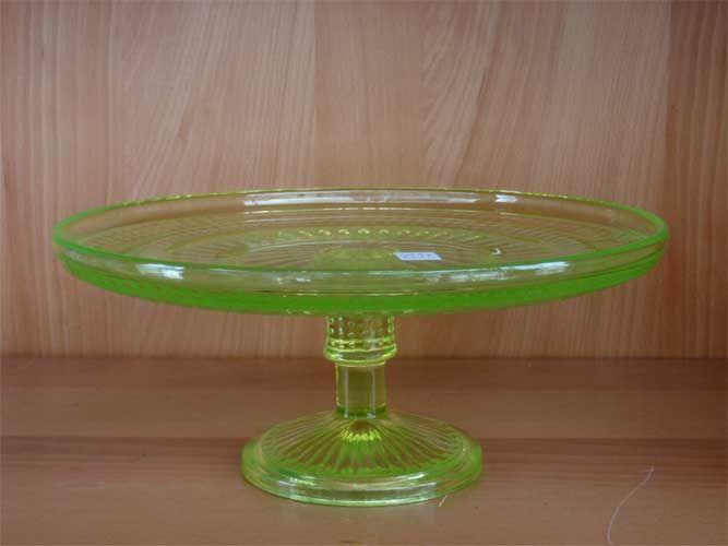Riihimäen lasi. Erkkitapio Siiroinen. Keltainen Barokki jalallinen tarjoilulautanen. Korkeus 13 cm, halkaisija 29 cm